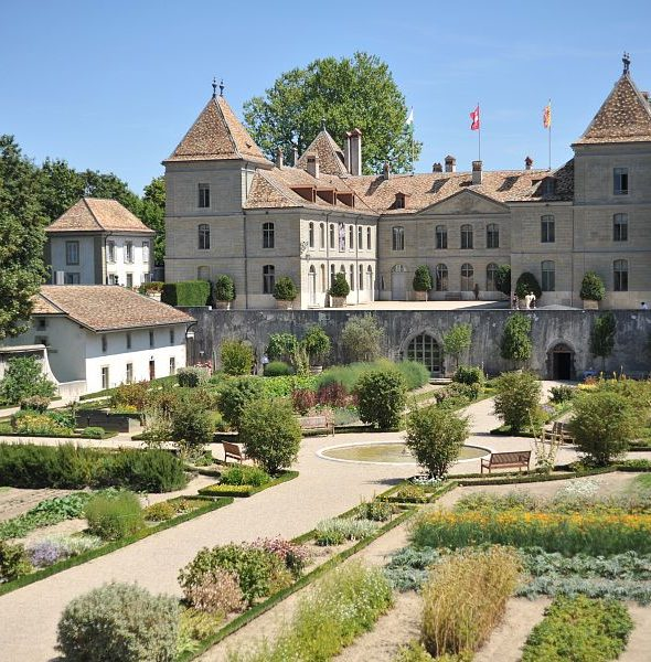 LUNCH ON THE TERRACE OF THE CHÂTEAU DE PRANGINS